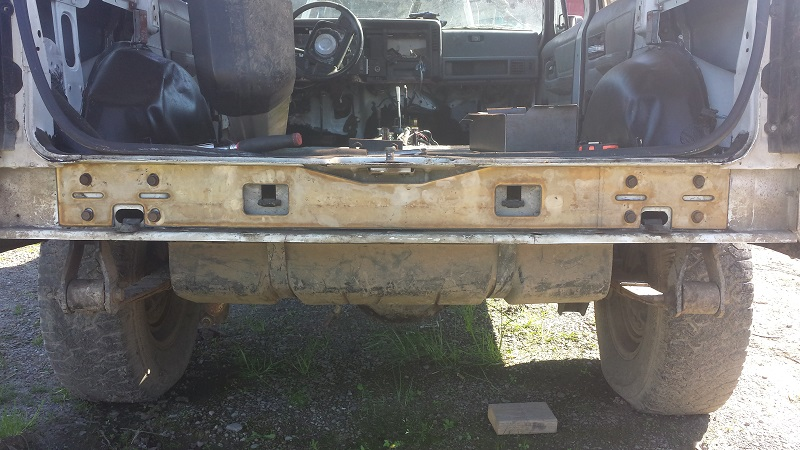jeep cherokee xj behind the rear bumper stiffiner